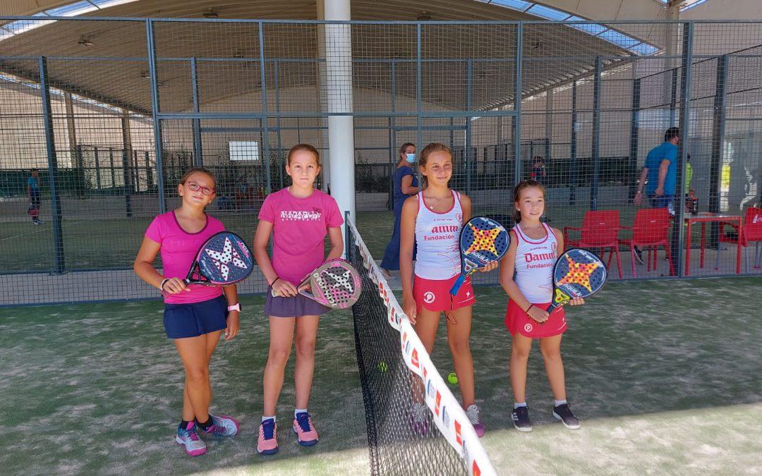 Tres jugadoras de pádel del Club en el circuito de menores de Castilla-León